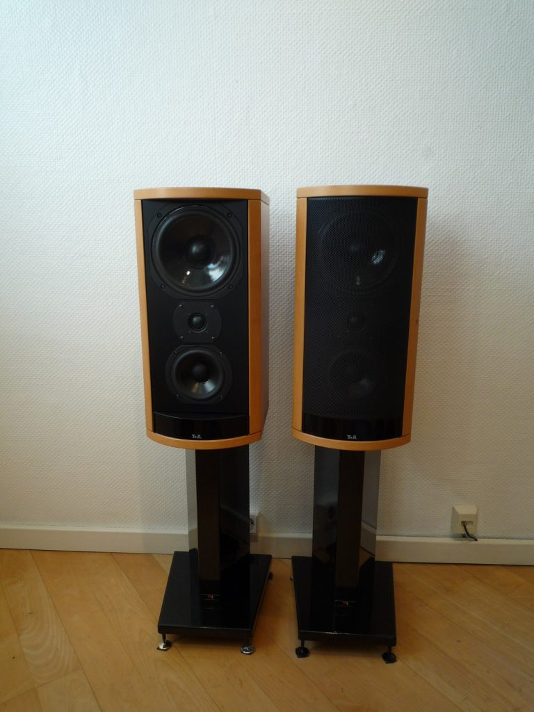 HIFIplay - Ihr HiFi- und High End-Spezialist in Berlin: T+A Solitaire A4D